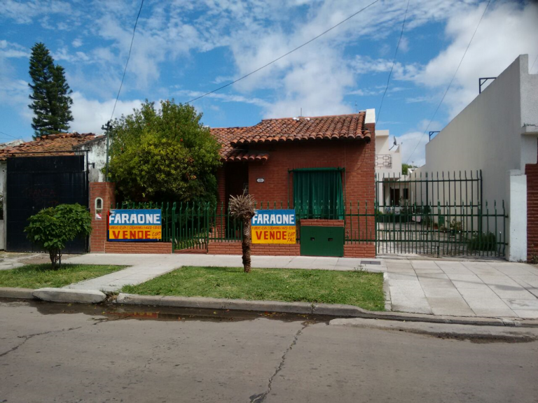 Venta de Chalet 5 o mas ambientes en La Matanza Isidro Casanova