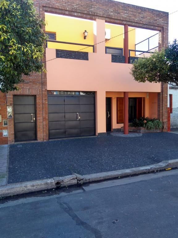Venta de Casa 4 ambientes en Villa Lugano