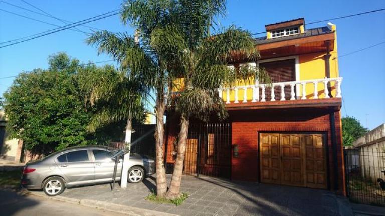 Venta de Casa 4 ambientes en Tres De Febrero Loma Hermosa