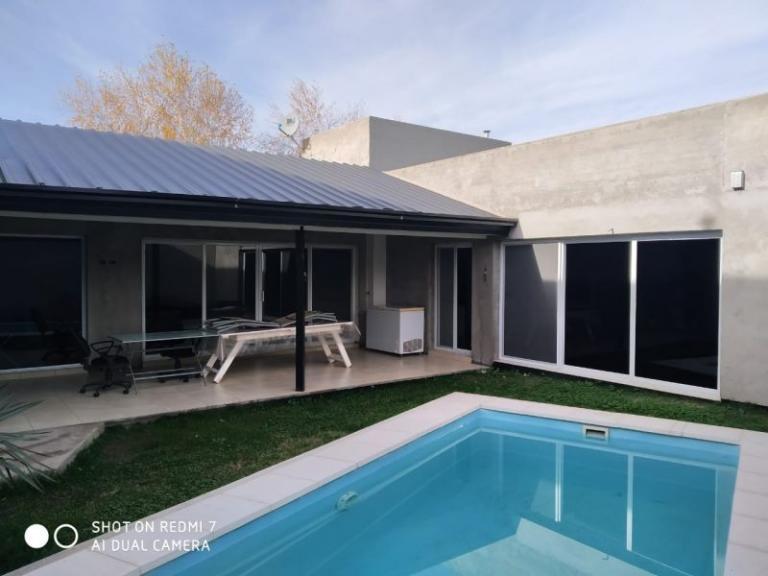 Venta de Casa 2 ambientes en Centenario