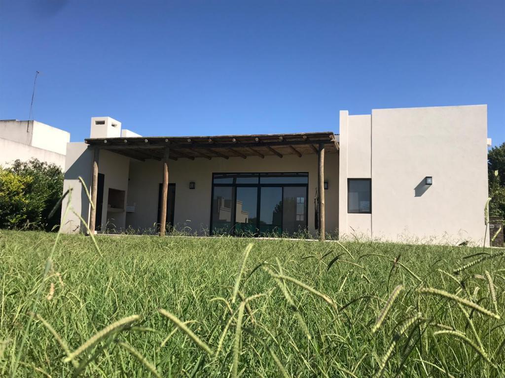 Venta de Casa 3 ambientes en Pilar Manzanares