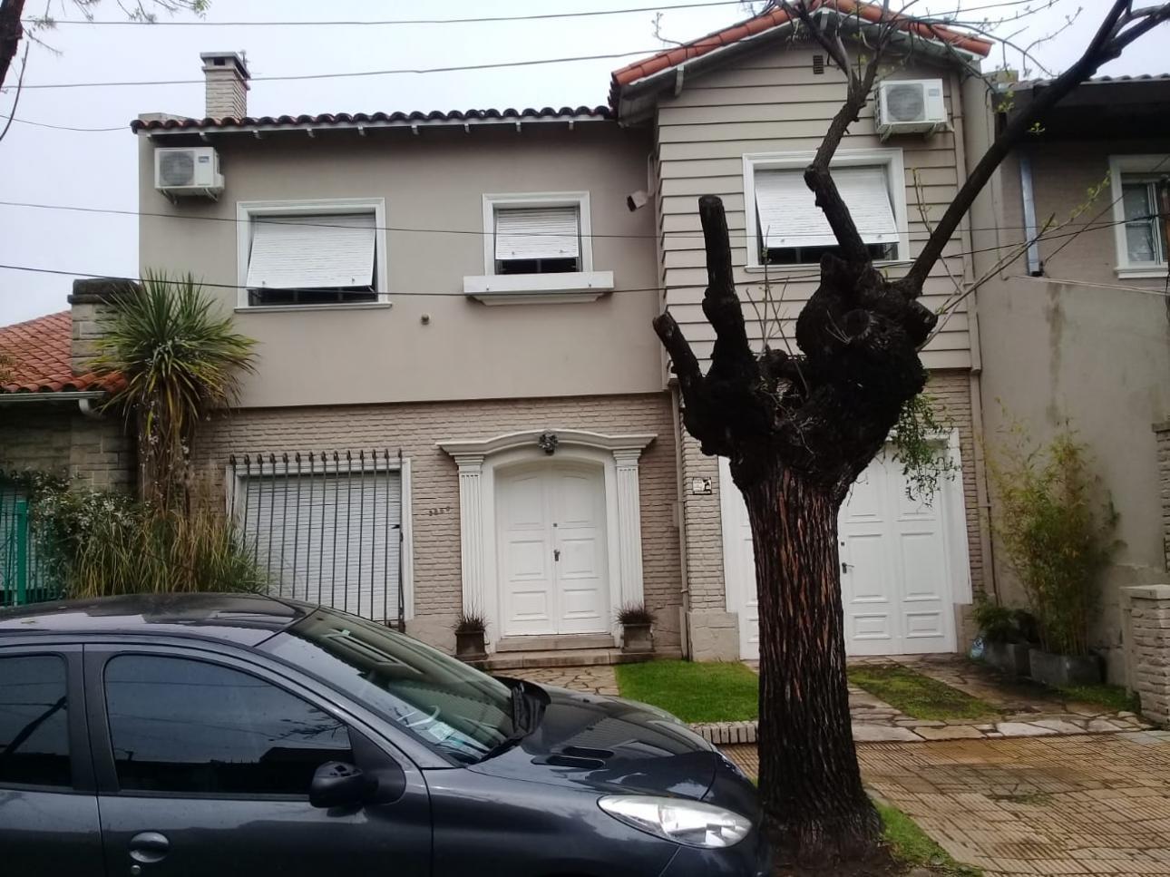 Venta de Casa 4 ambientes en Vicente López Olivos