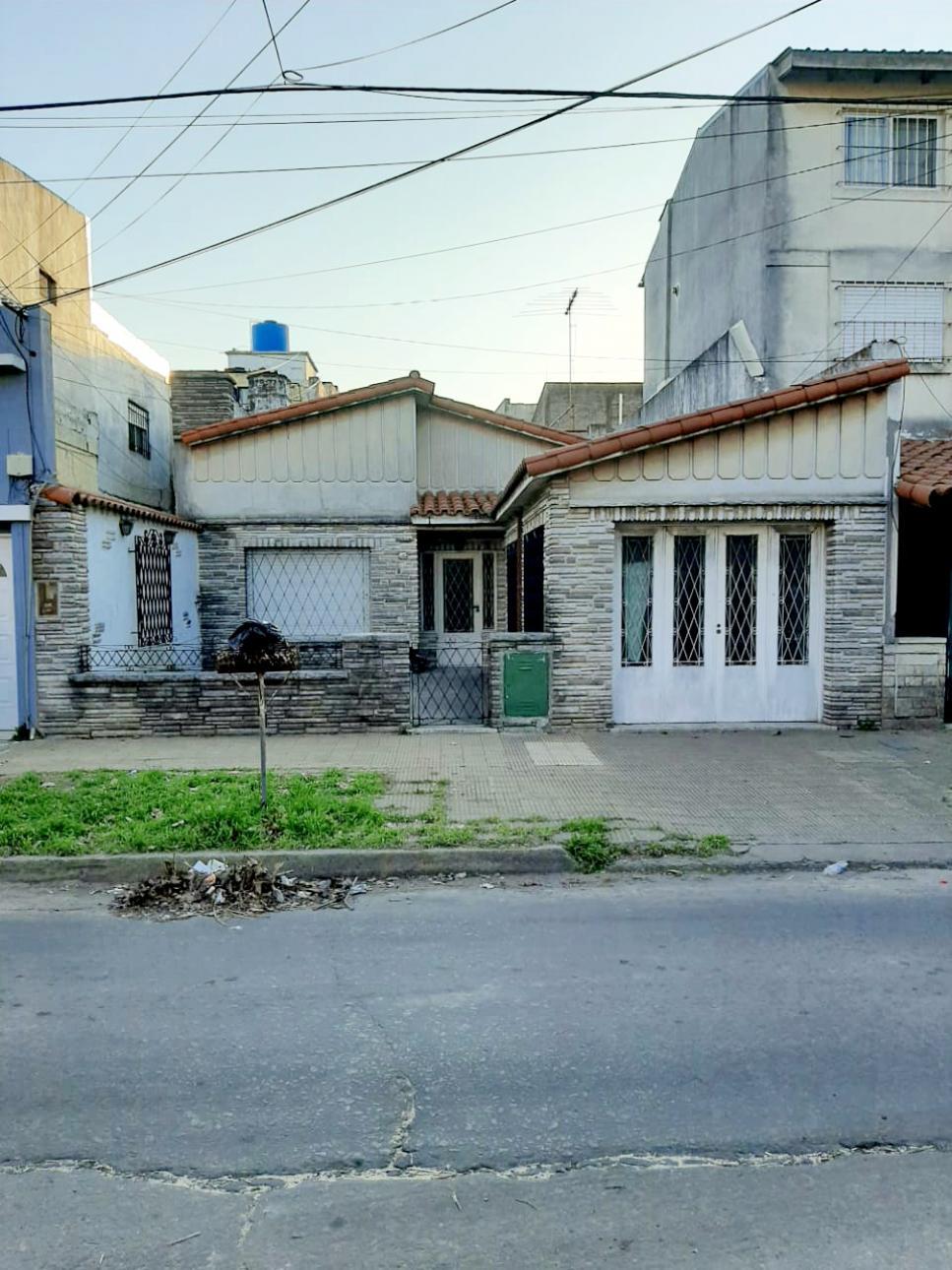 Venta de Casa 5 o mas ambientes en Tres De Febrero Caseros