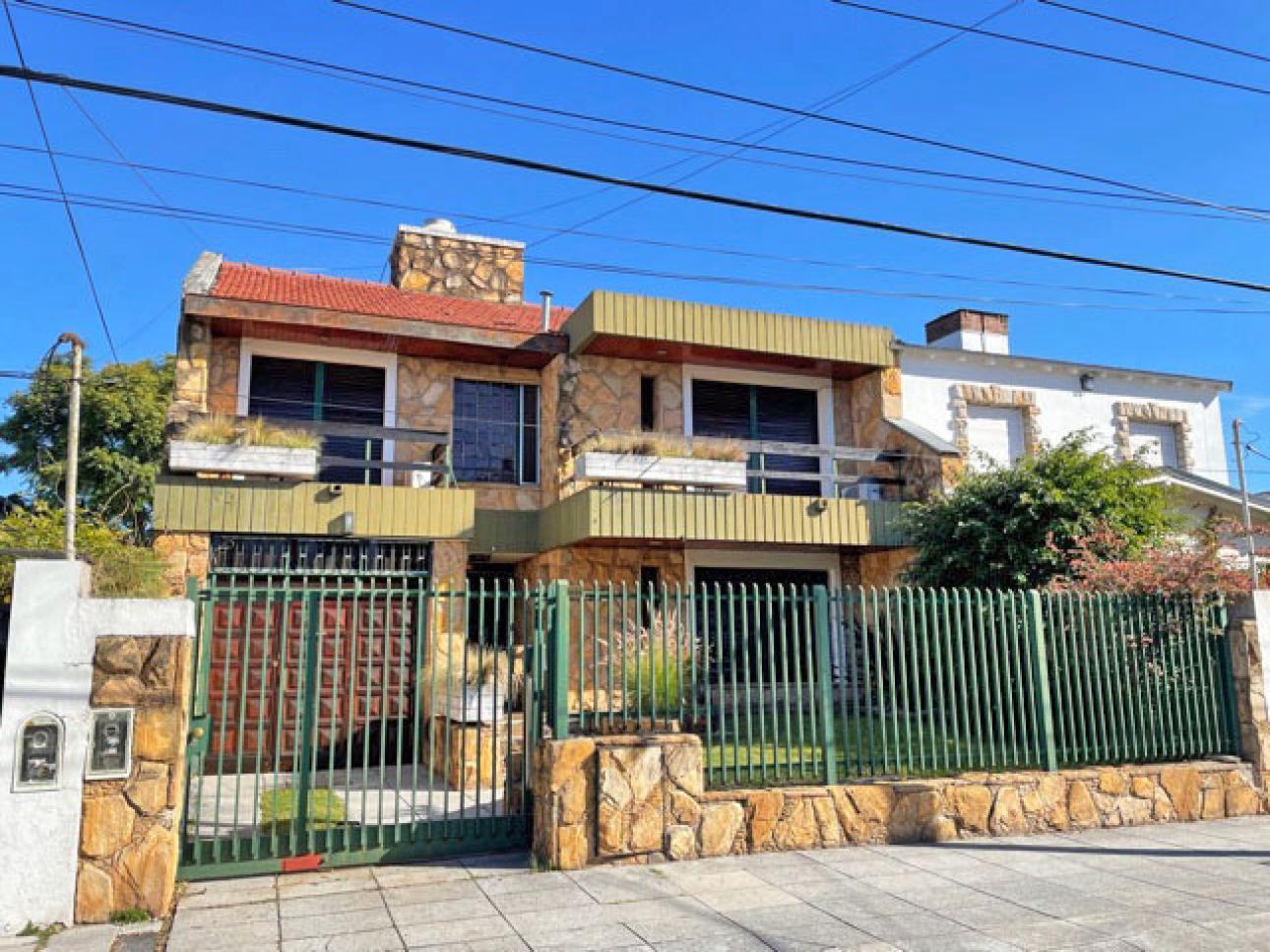 Venta de Casa 5 o mas ambientes en San Isidro Villa Adelina