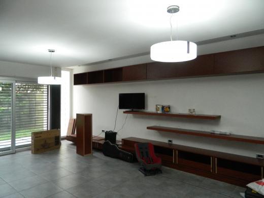 Hermosa casa en tolosa ciudad de la plata tuportalonline for Casa minimalista la plata
