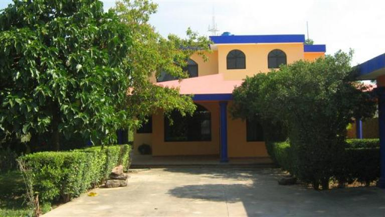 Casa amueblada en renta en cholul zona norte con piscina for Casa con piscina zona norte merida