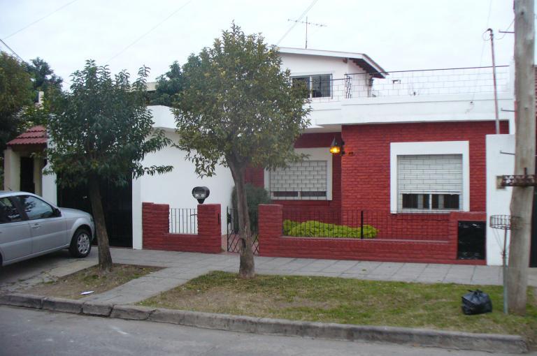Casa 3amb c garage y jardin villa bosch tuportalonline for Jardin hormiguita viajera villa bosch