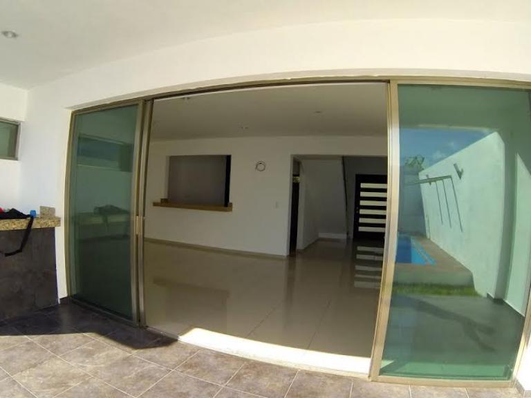 Casa minimalista con piscina en cholul tuportalonline for Casa minimalista uy