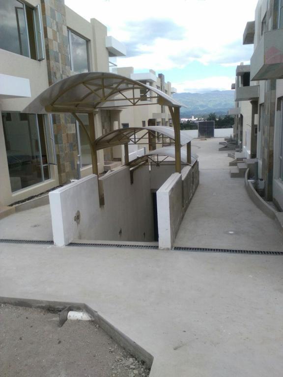 MALDONADO CABEZAS HERMANOS,  de Casa en Conocoto   Quito