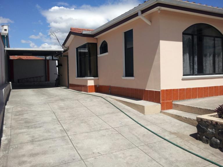 MALDONADO CABEZAS HERMANOS,  de Casa en Los Chillos   Quito