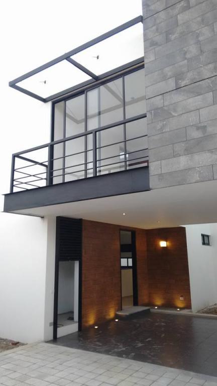 Venta de Casa 4 ambientes en Puebla Residencial Zavaleta (Momoxpan)