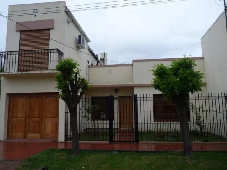 Venta de Casa 5 o mas ambientes en Luján Luján