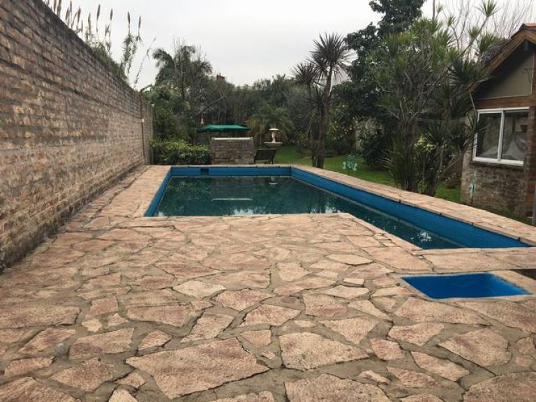 Casa 4 amb c jardin y pileta tresdefebreroinmuebles for Jardin hormiguita viajera villa bosch