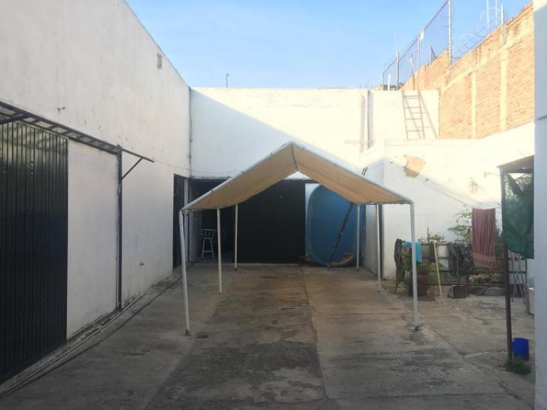Bosque Inmobiliaria,  de Galpón en Unidad habitacional Tetlán II   Guadalajara