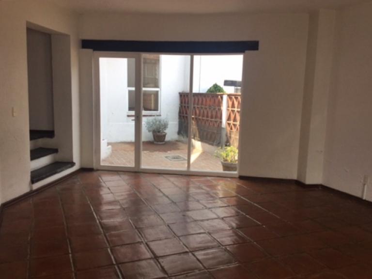 Alquiler de Casa 1 ambiente en Huixquilucan Fraccionamiento Lomas de Tecamachalco Sección Bos