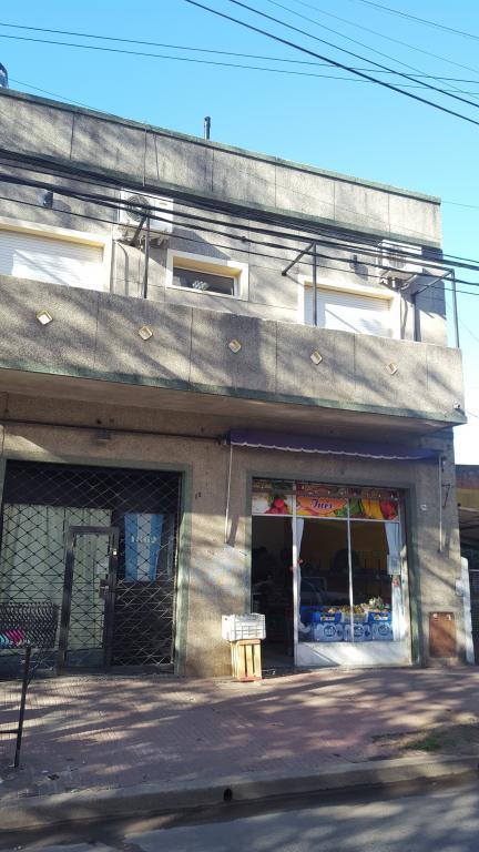 Venta de Local en Santos Lugares   Tres De Febrero