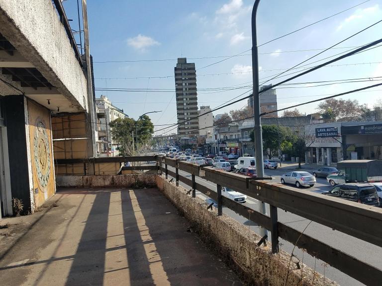 Venta de Local en   Liniers