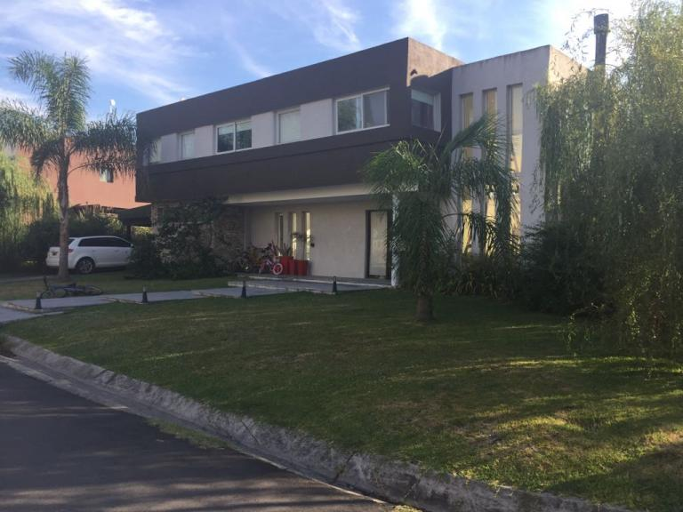 Venta de Casa en    Esteban Echeverría