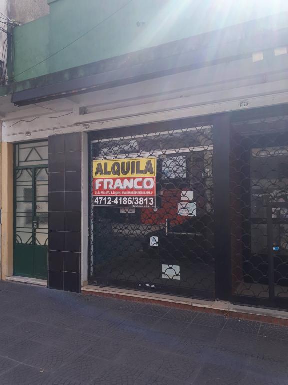 Alquiler de Local Hasta 30 mts. en Tres De Febrero Santos Lugares