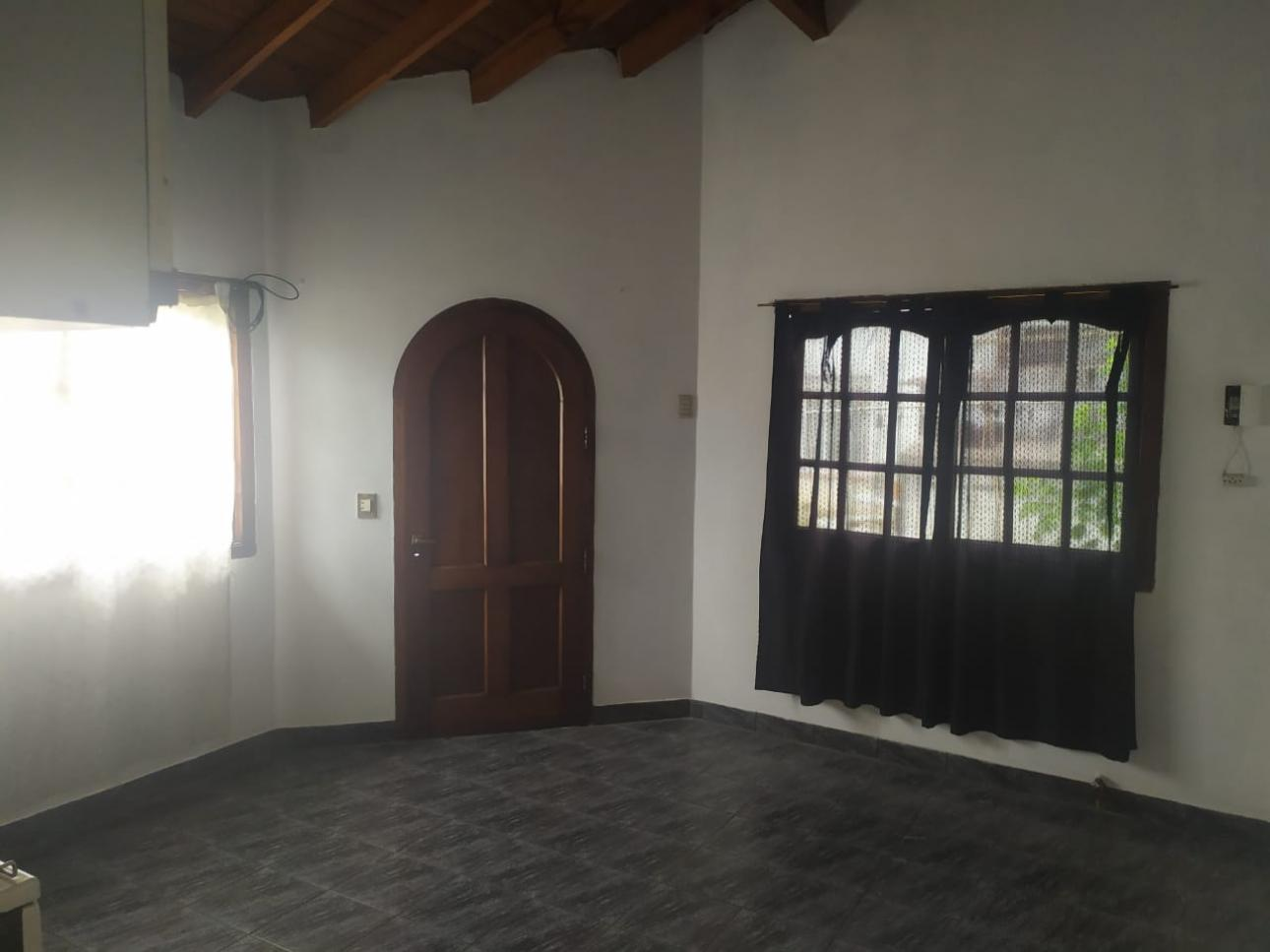 Alquiler de Chalet en Villa Udaondo   Ituzaingó