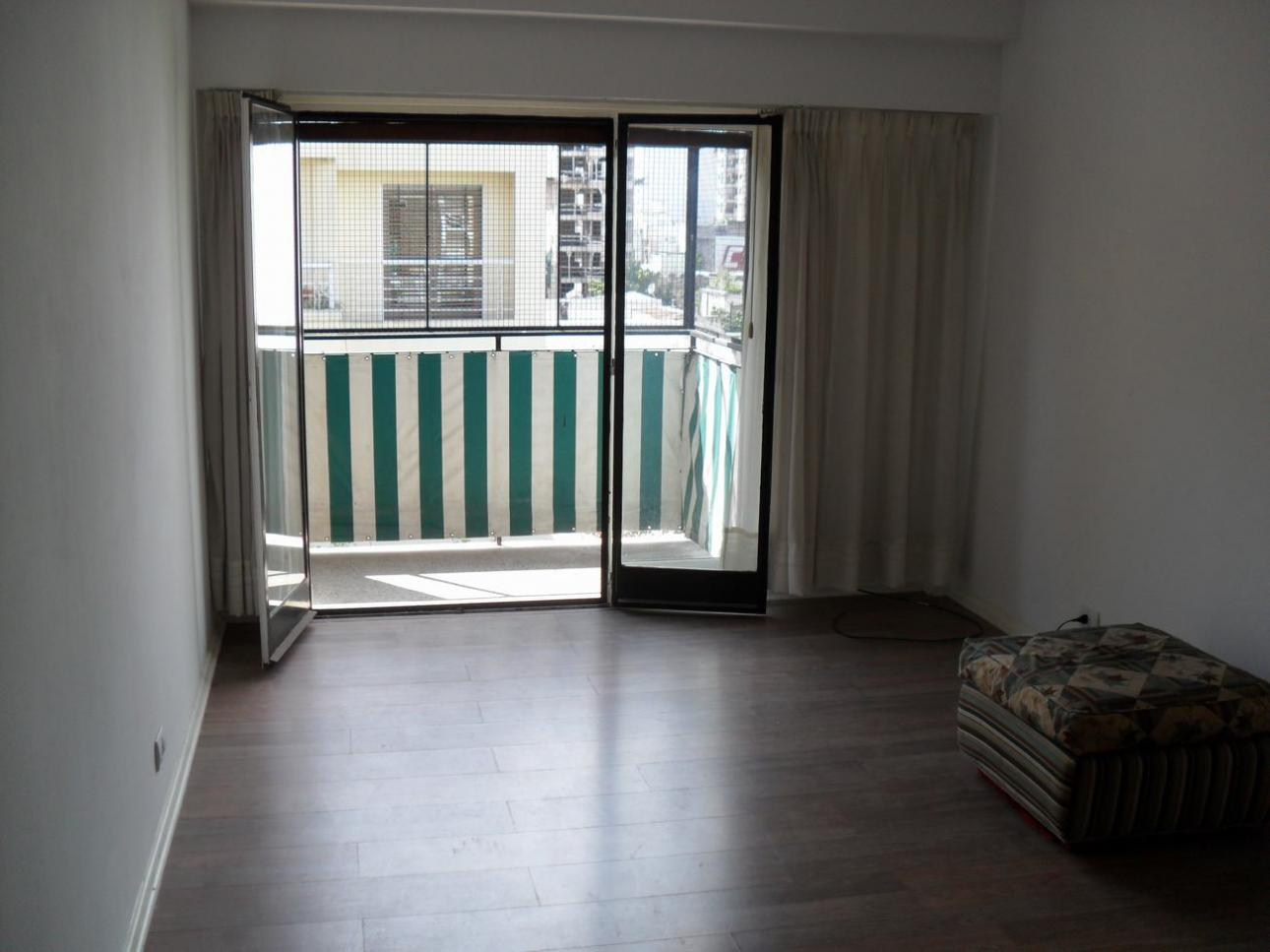 FLORES - Depto. 2 amb. al frente con balcón y lavadero