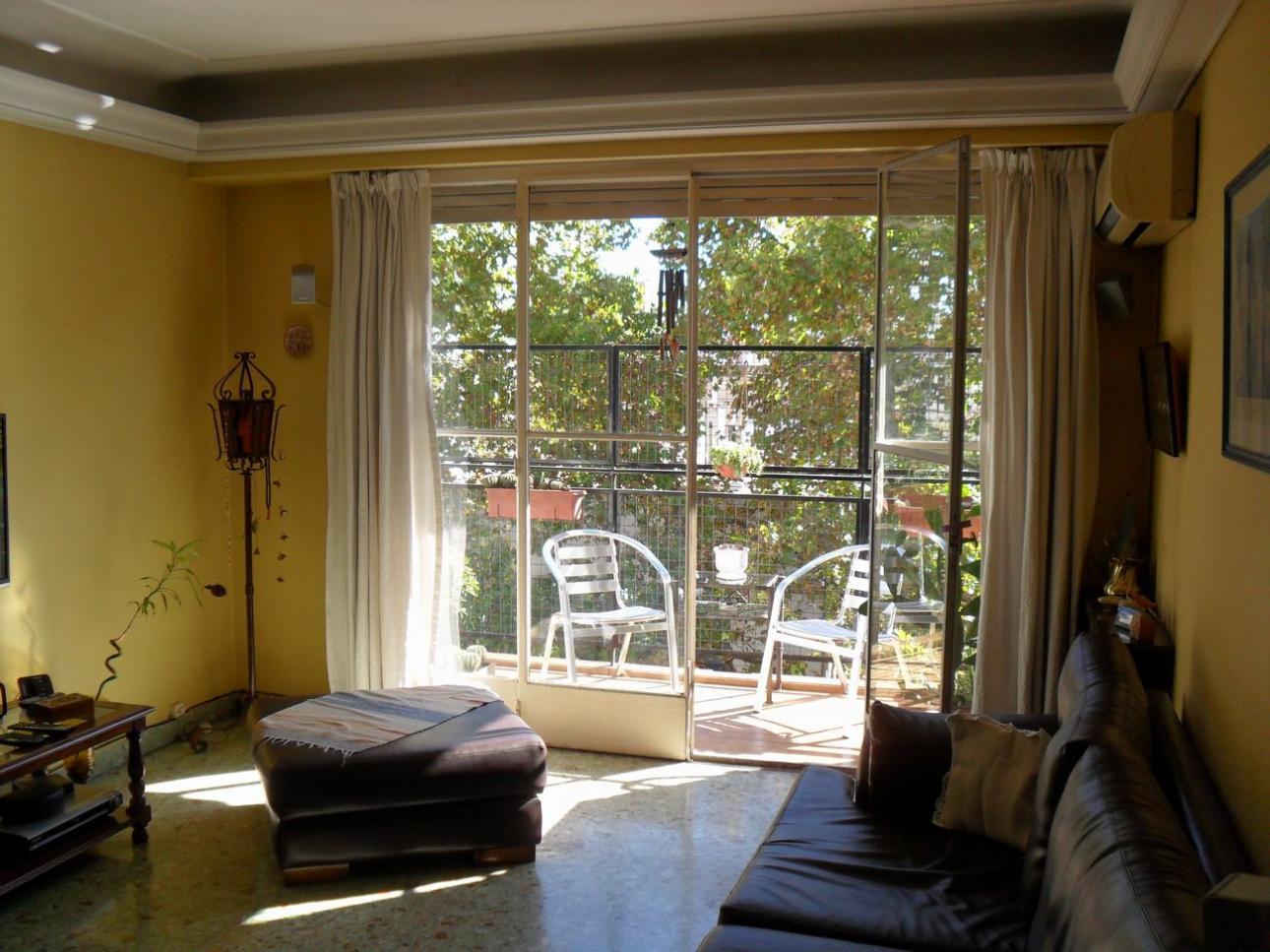 ALMAGRO. Semipiso de 3 amb. con balcón y dos baños